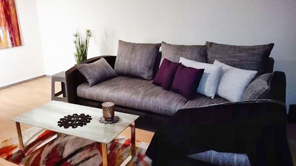 Pension M14 Sofa und Couchtisch in Wohnung